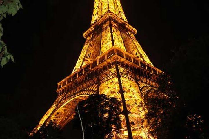 La Tour Eiffel più green con l'integrazione di pale eoliche e illuminazione Led