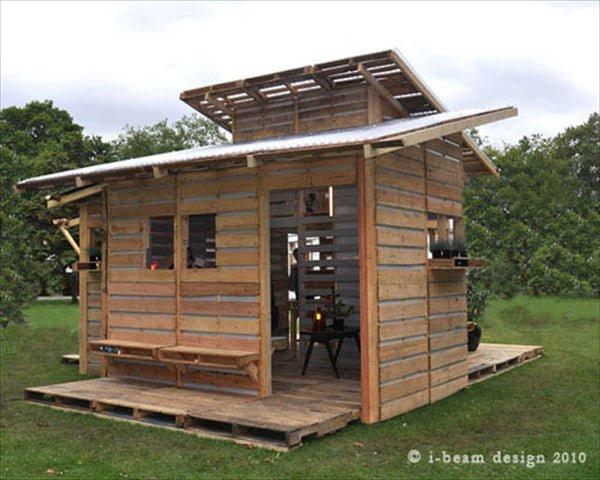 Una casa di riciclo fatta di pallet studio salvatore - Costruire una casa economica ...