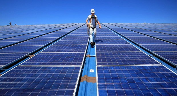 Rinnovabili nel mirino l'attacco del Governo Renzi all'energia pulita