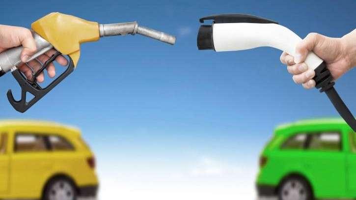ricarica-elettrica-e-rifornimento-benzina